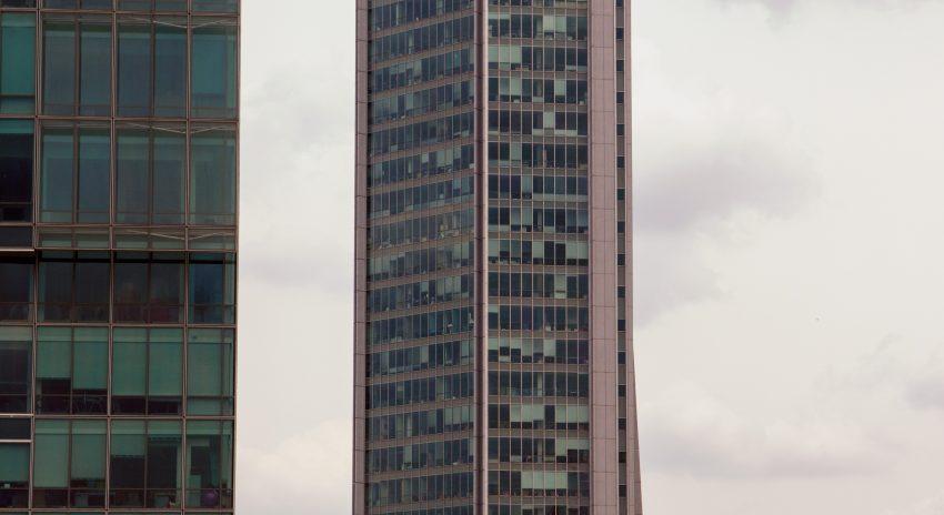 מדוע חשוב לשכור מנקי חלונות מקצועיים כדי לנקות בניינים.